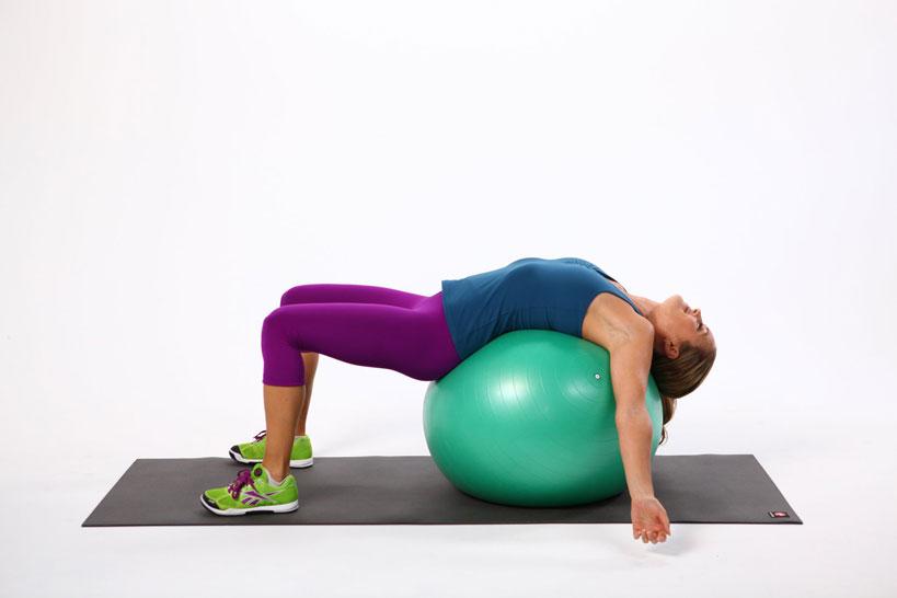 fit lopta a cvičenie na bolesť chrbta